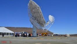 Deputy President unveils the second MeerKAT antenna